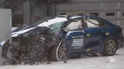 买车要安全,卡罗拉和福瑞迪碰撞对比,谁结实?