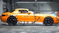 鸥翼门安全不?奔驰SLS AMG碰撞测试,快来看看钱花的值吗?